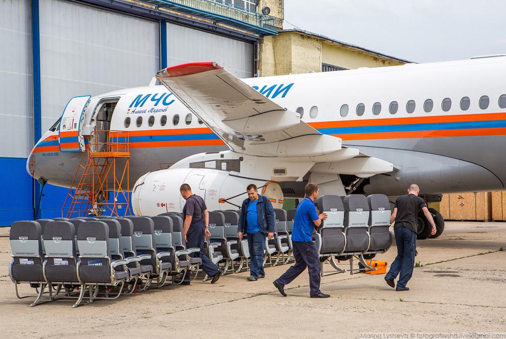 11. Самолет может быть и воздушным пунктом управления в ходе спасательных операций—