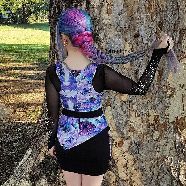 Эксперименты с окраской волос превратились для девушки в настоящее хобби — она пробует все время
