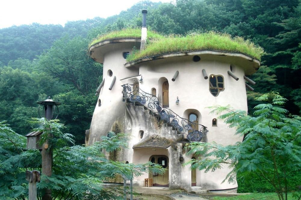 Муми-дом в Японии Сказочный домик с зеленой крышей притаился в парке недалеко от шумного Токио. Пожа