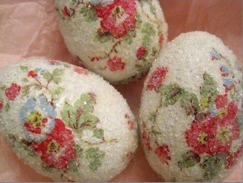Декоративные пасхальные яйца в глиттерах