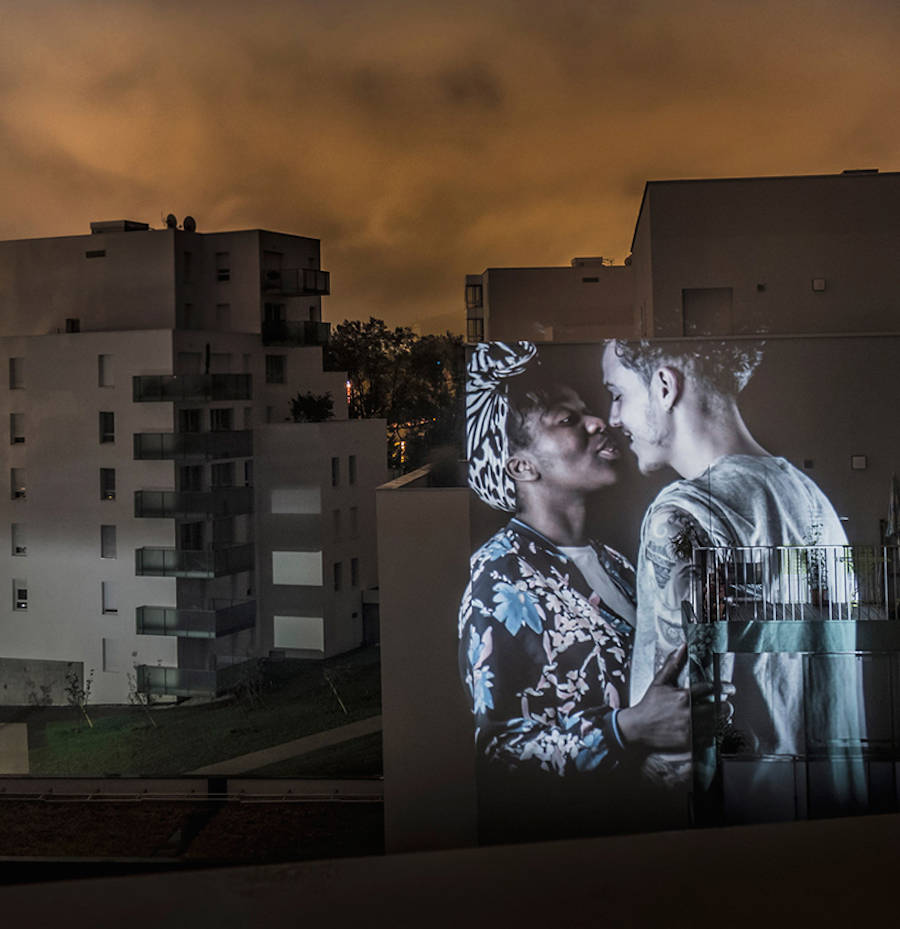 Video Projection of Couples Kissing in Paris by Julien Nonnon
