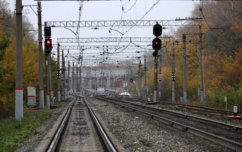 Группа чётных входных светофоров станции Уршак, справа подъездной путь от ГУП Башсельхозтехника