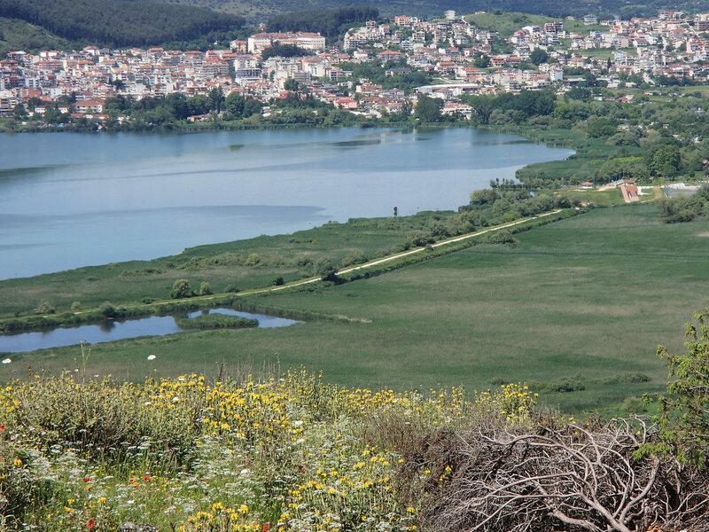дорога вдоль озера в Иоаннине (Янине)