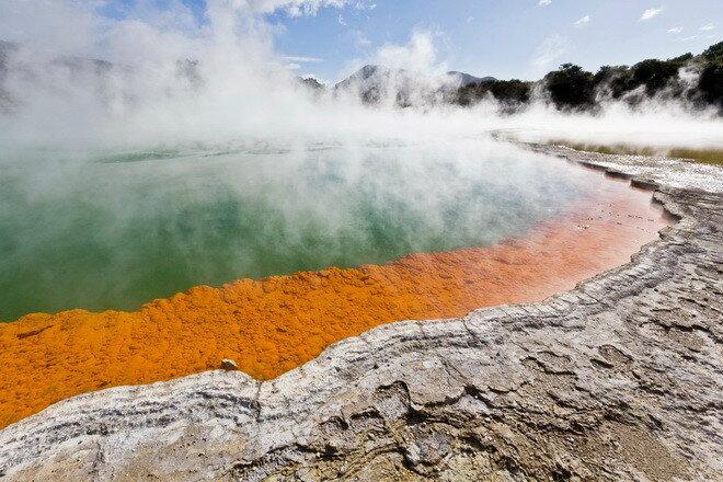 Горячий источник Бассейн с шампанским (Champagne Pool). Новая Зеландия