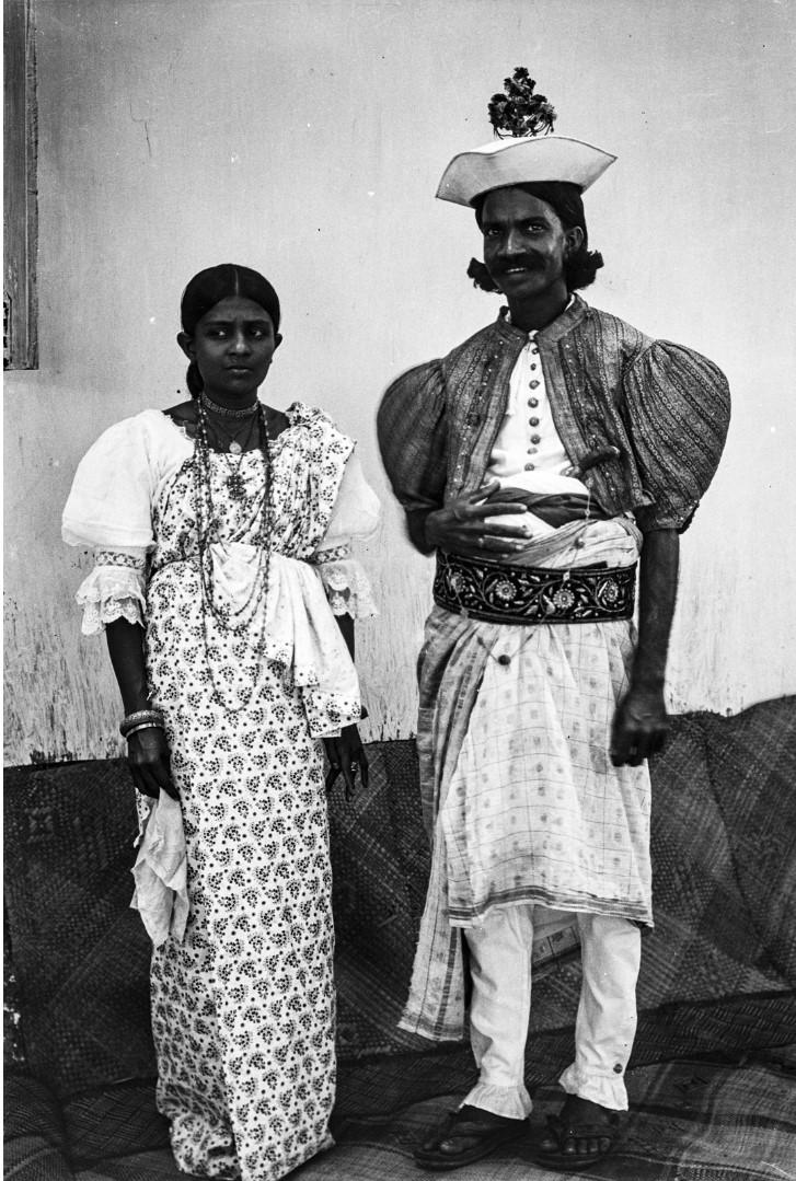 414. Г-жа и г-н Галагода в традиционных одеждах