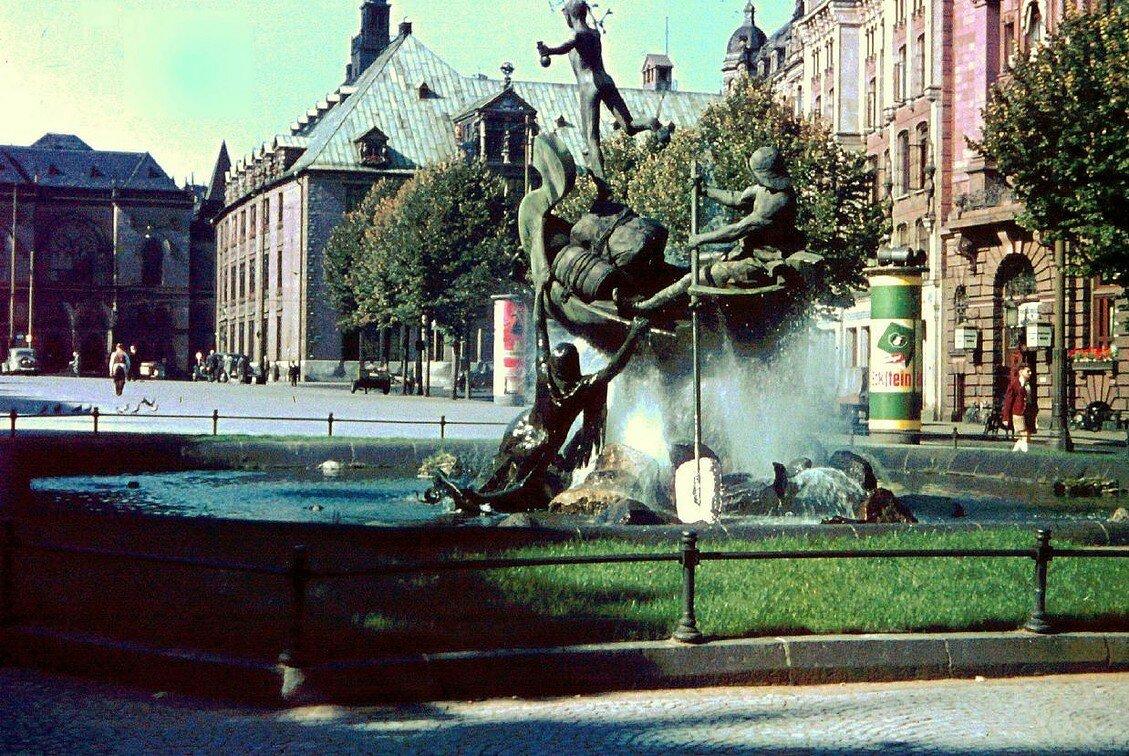 1939 Bremen Teichmann-Brunnen by Friedrich Sorger.jpg