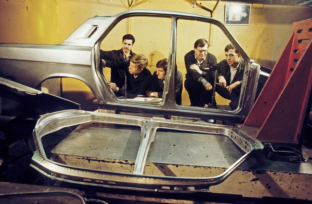 1984 Отработка штампов для новой машины ГАЗ-2410 Волга на Горьковском автозаводе Фотохроника ТАСС Владимир Войтенко.jpg