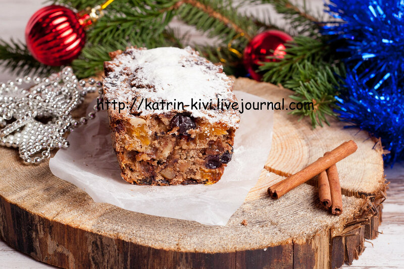 Christmas cake and decorations
