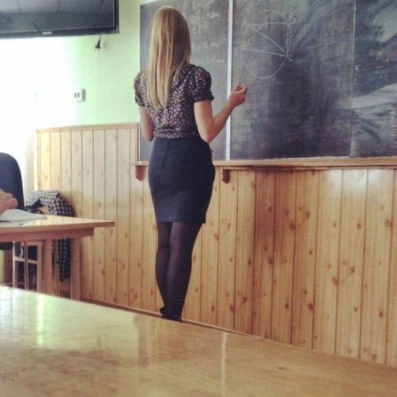 «Что то мне сразу в школу захотелось». Фотографии современных школьниц в сексуальных нарядах