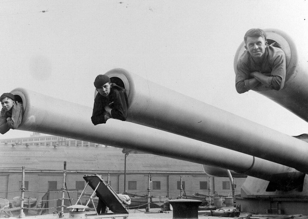 U.S. Navy sailors in turrets of the battleship USS Idaho (BB 42), circa WWI