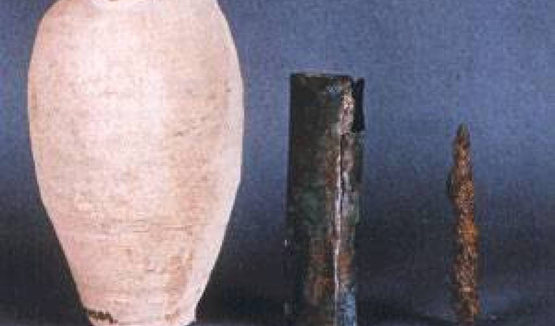Батареи, найденные при раскопках у Багдада, состоят из трех частей — керамического горшка, металличе