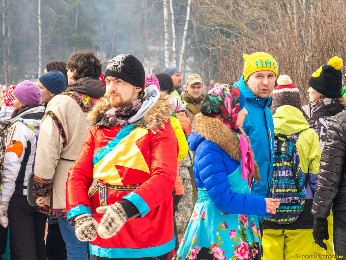 Бакшевская масленица 2016. Люди на масленичной поляне. 13 марта 2016