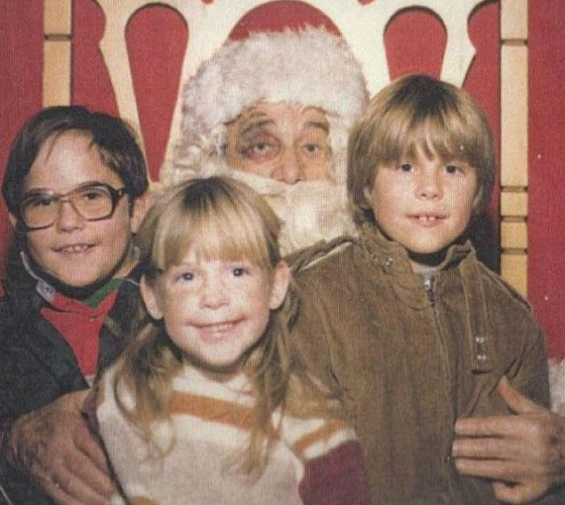 Ночь накануне Рождества Санта-Клаусу явно удалась.