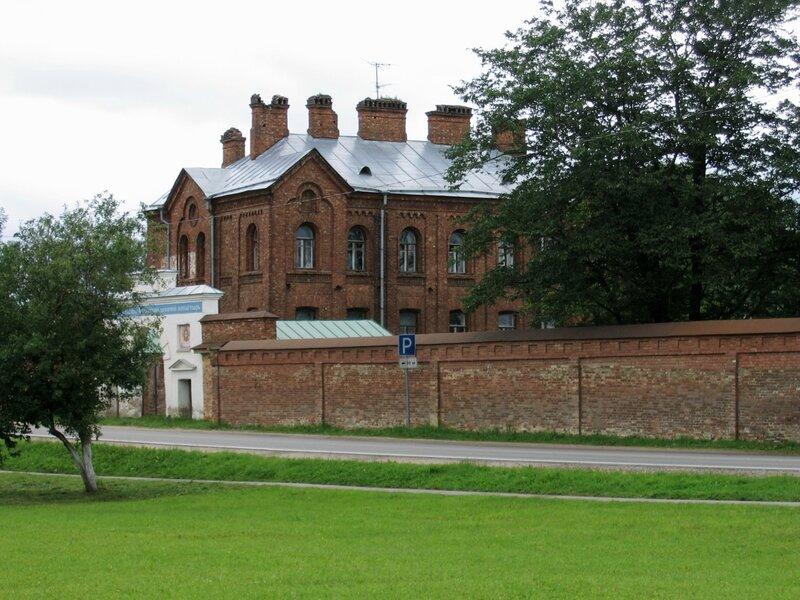 Трапезный корпус, Староладожский Успенский монастырь