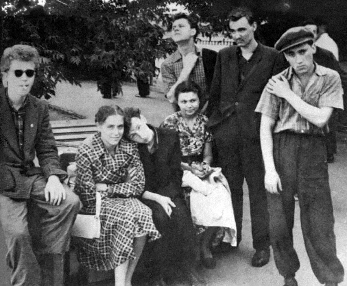 1958. Студенты Школы-студии МХАТ во время гастролей в Павлодарской области Казахстана. Июнь