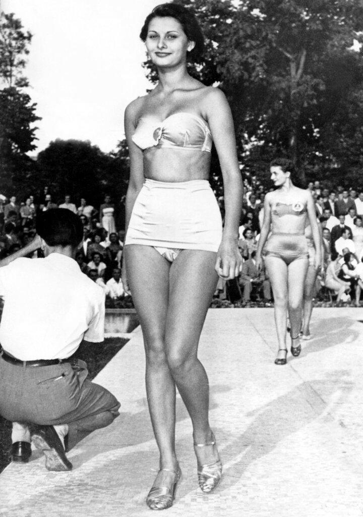 Sophia LOREN im Bikini als 'Miss Eleganza' 1950