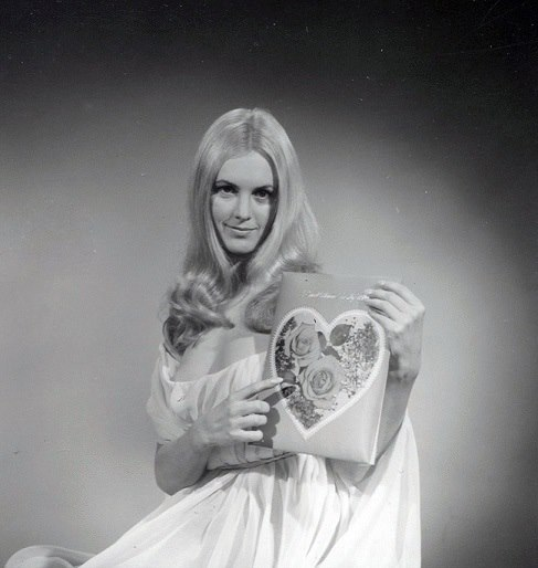 "Kirsten Lindholm publicity for ""The Vampire Lovers"", 1970.jpg"