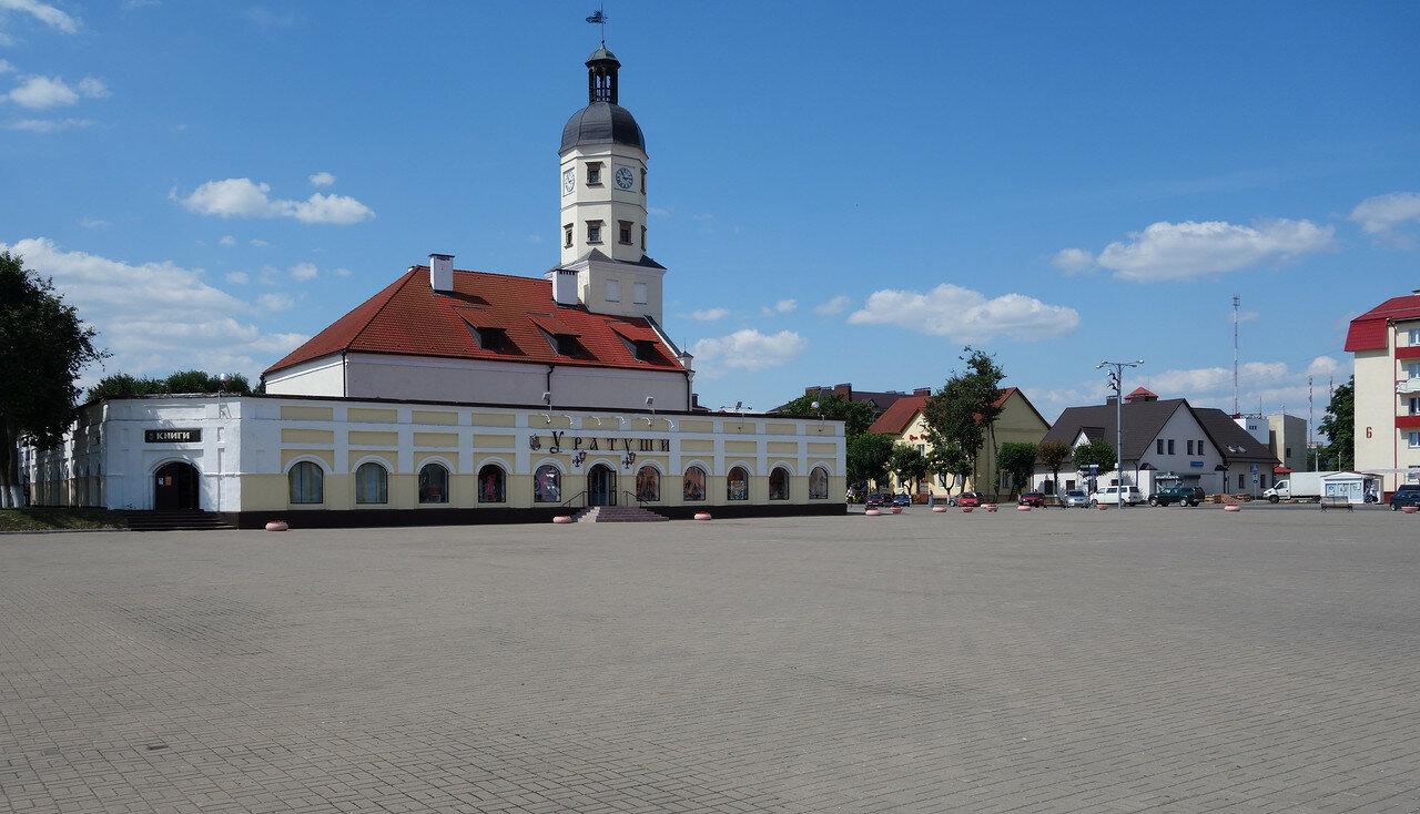 ратуша и торговые ряды
