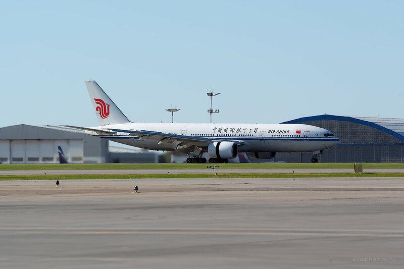 Boeing 777-2J6 (B-2063) Air China D800743