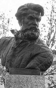 памятник зиновьеву.jpg