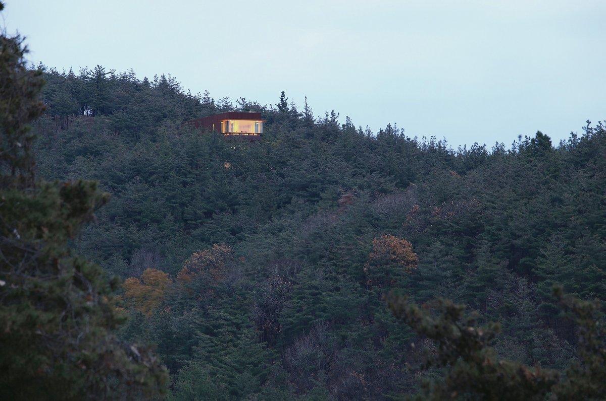 Дом врезанный в гору в Южной Корее Hyunam