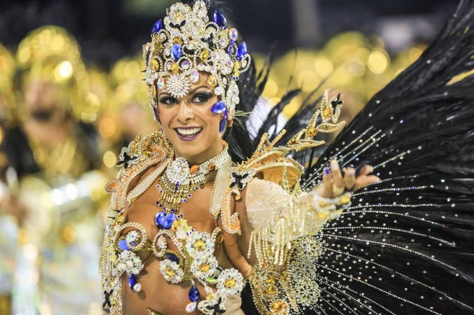 оно широкоформатные фото с бразильского карнавала предполагающие установку