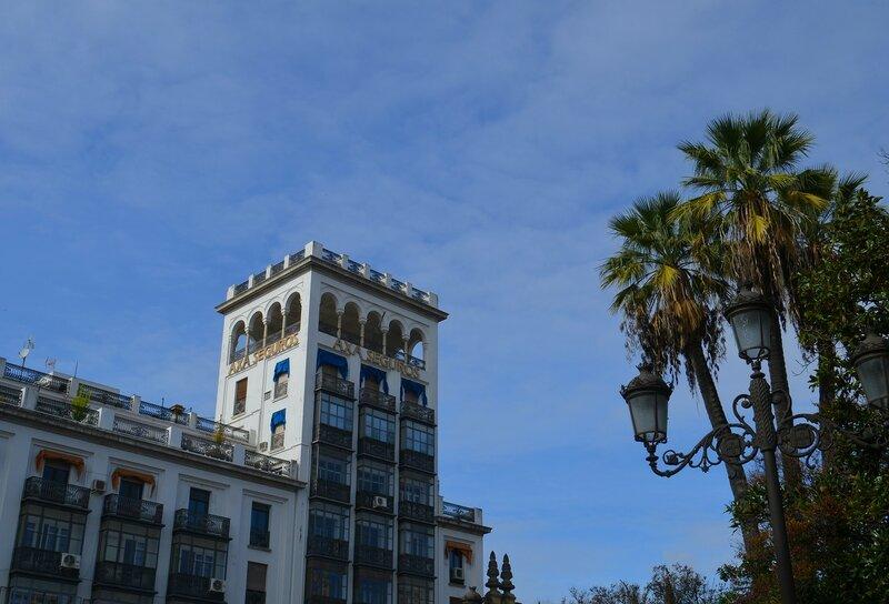 Синее небо Севильи