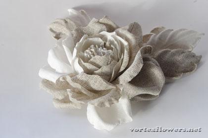 роза из льняной ткани