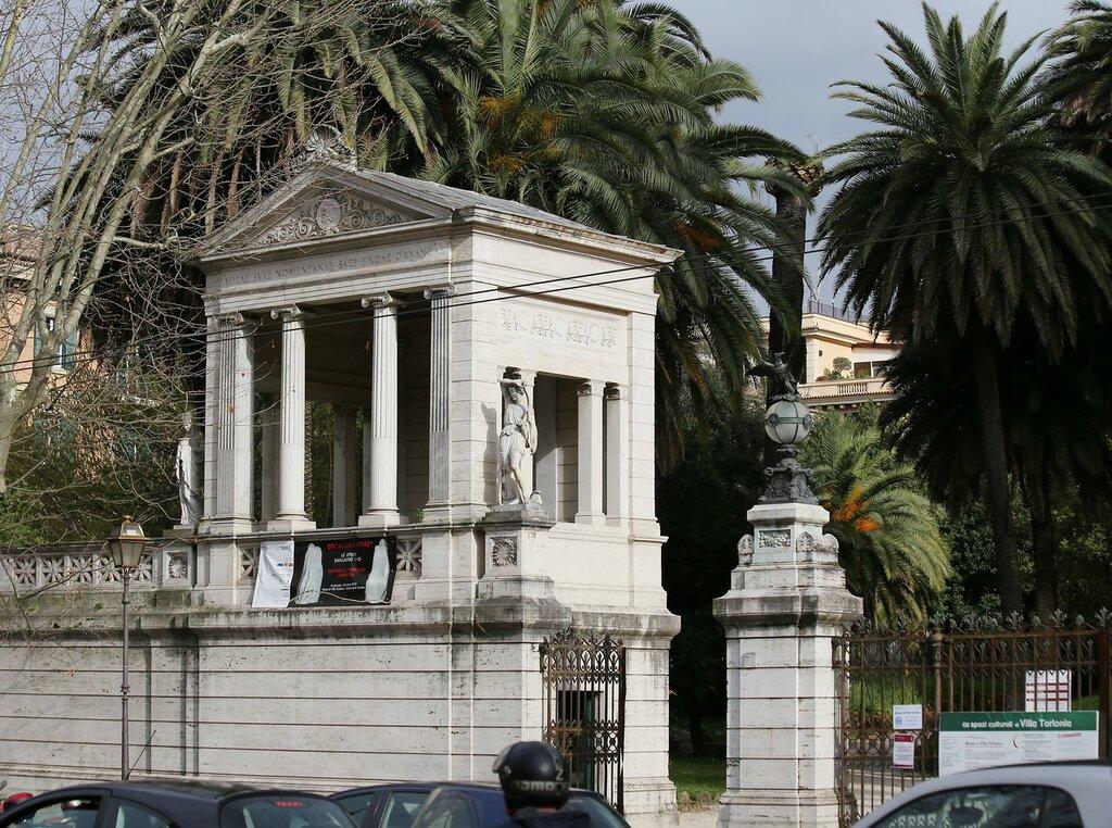 Рим. Вилла Торлония. Главные ворота