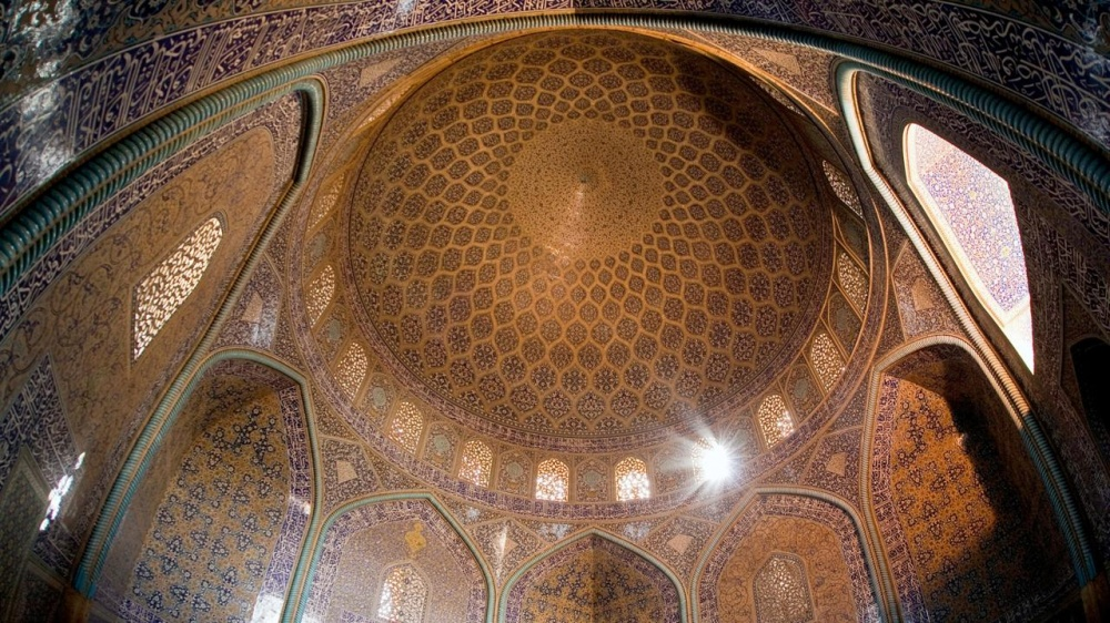 Выдающийся памятник персидской архитектуры эпохи Сефевидов. Мечеть строилась втечение 17лет (1602–