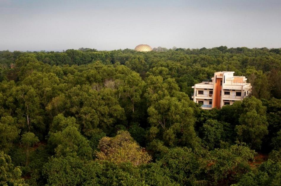 Экспериментальный город в Индии, где люди живут вне религии и политики (17 фото)