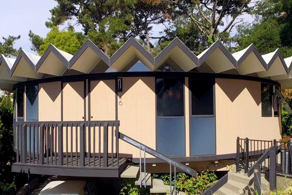 Проект архитектора Леона Мейера Джулиан Голдклэнг и его жена Дезире обожают 60-е годы. Когда им пред