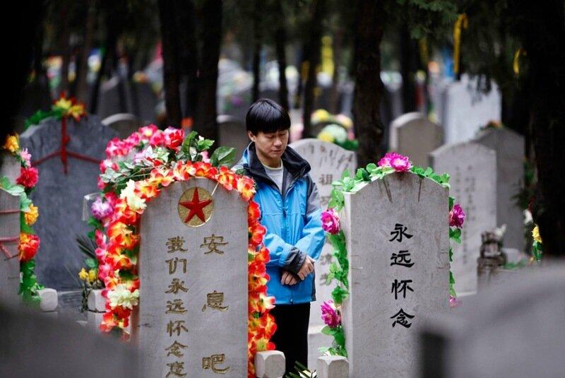 Младенца похоронили заживо в Китае на 8 дней