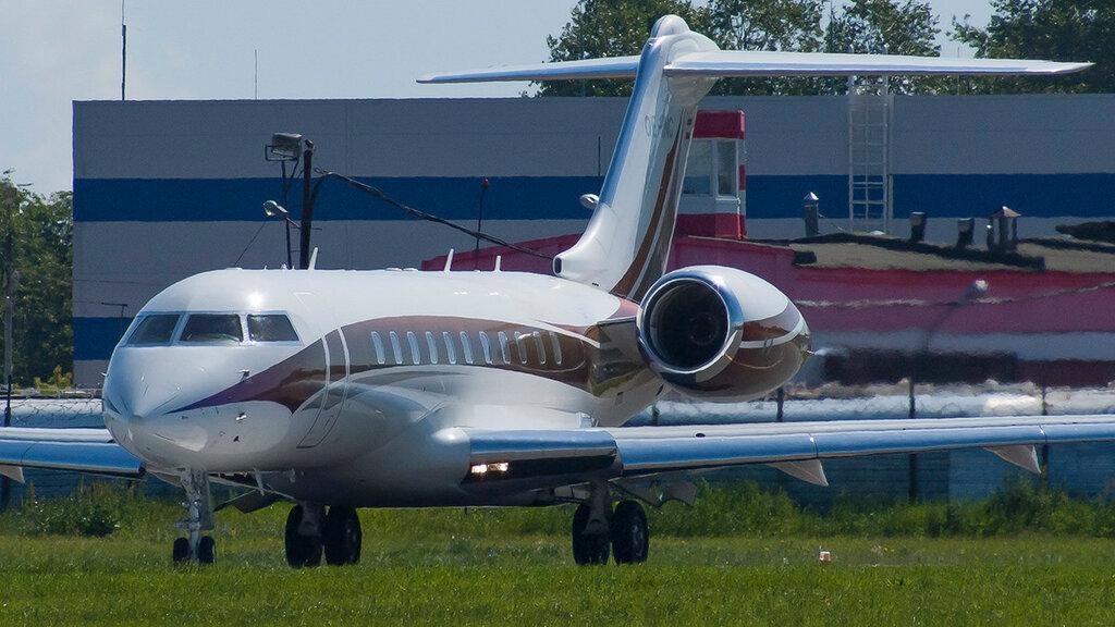 OE-INC GL5T Global Jet Austria GMBH VKO 3.jpg