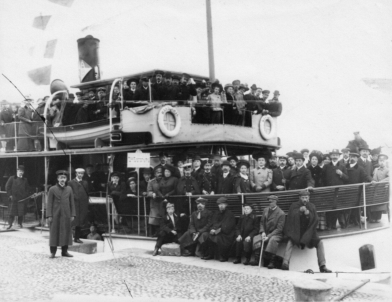 14. Члены Общества телесного воспитания Богатырь, участники экскурсии на Иматру на борту парохода. 1909