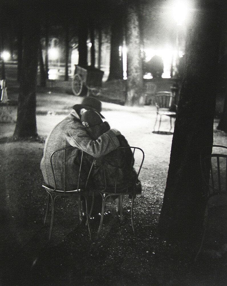 1932. Пара влюбленных. Рю  Крульбарб, недалеко от площади Италии