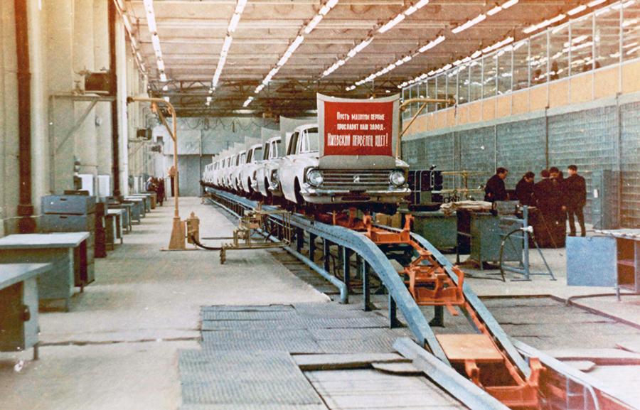 1966, 12 декабря, С  конвейера Ижевского автозавода сошел первый автомобиль - «Москвич-408».jpg