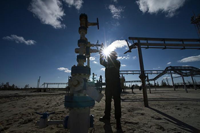 Продажа нефти принесла России в два раза меньше доходов