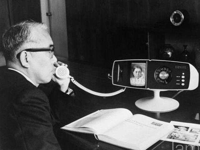 Телефон с функцией видеосвязи в прошлом.