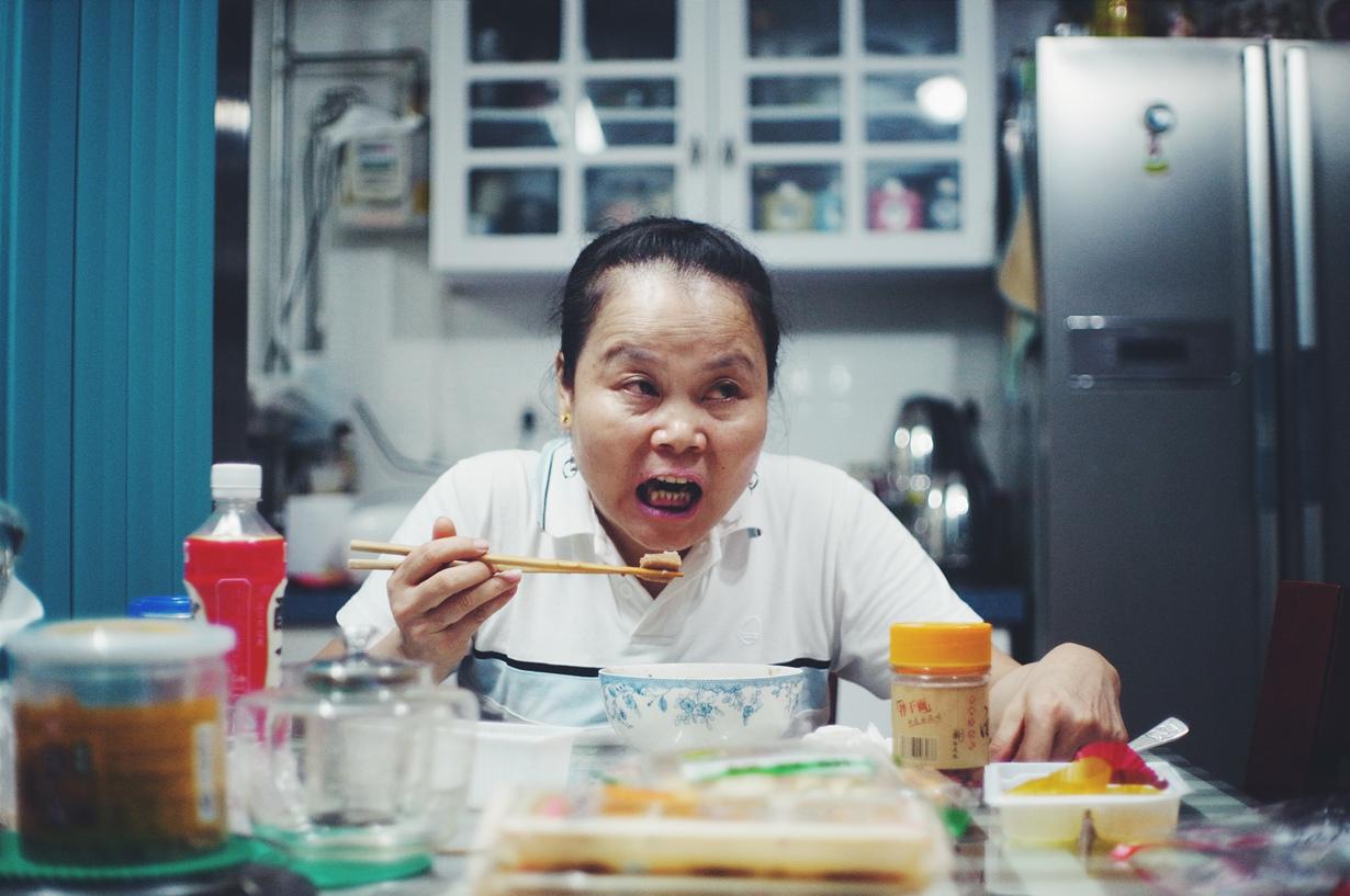 Также в Китае не стоит указывать своими палочками для еды на кого-либо. Подобный жест считается