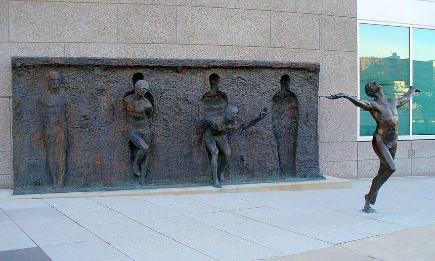 8. Вырваться из оков (Break through from your mold), Филадельфия, США Эта композиция символизирует с