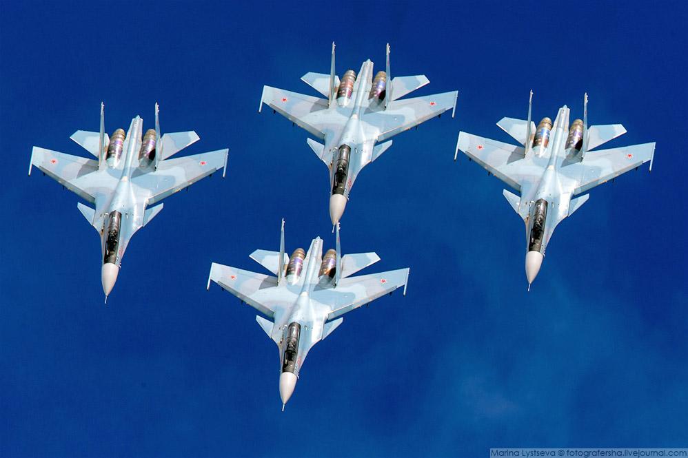 37. Показали воздушный бой, снимать его трудно — слишком далеко парами друг от друга летают.
