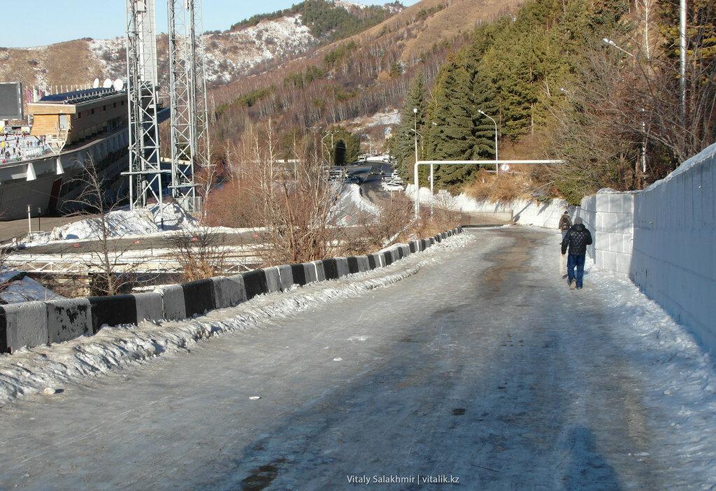 Дорога до ступеней Медеу.