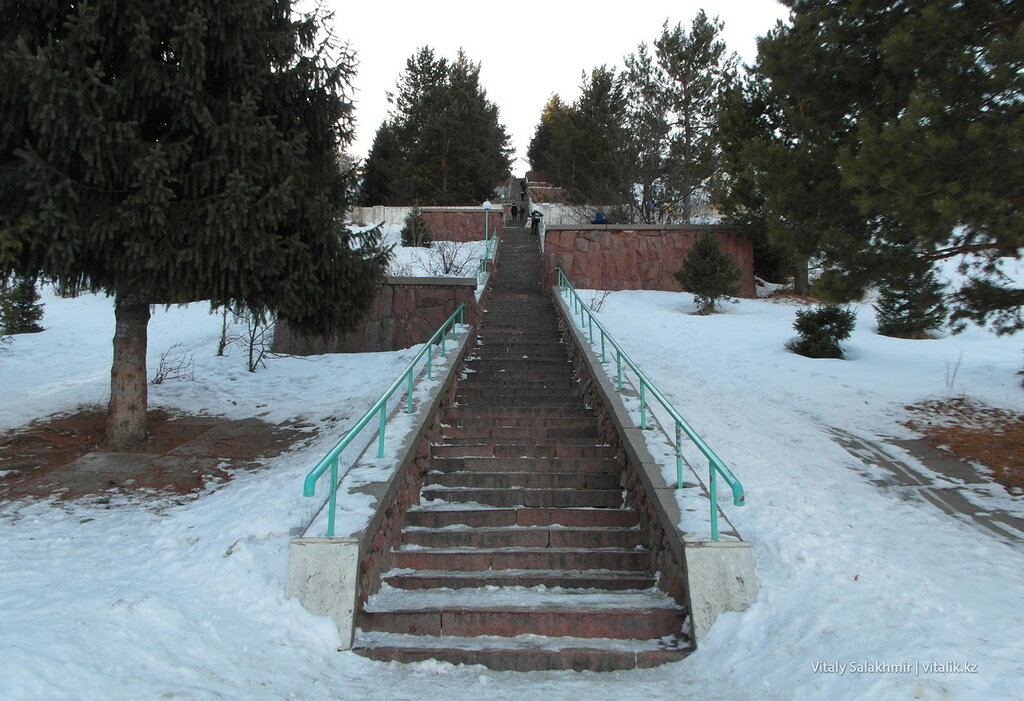 Лестница на плотину Медеу.