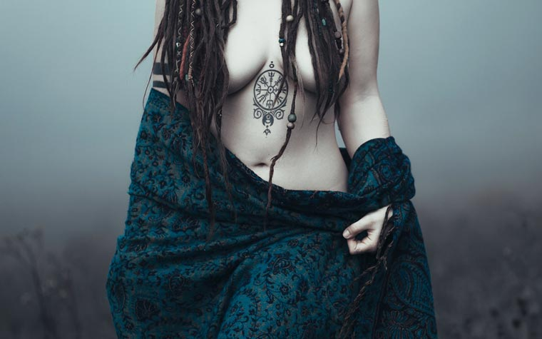 Esprit Confus - The sensual and captivating photos of Charlotte Grimm