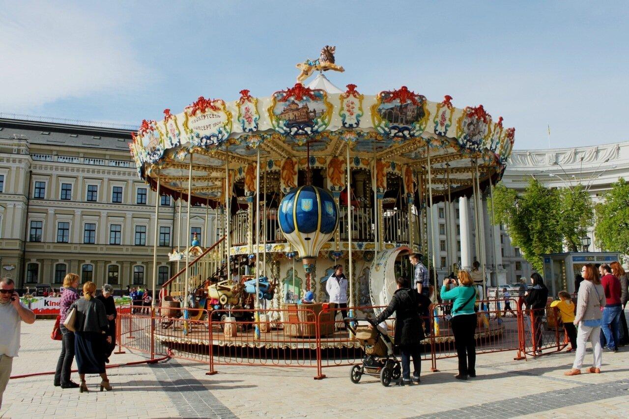Большая карусель на Михайловской площади