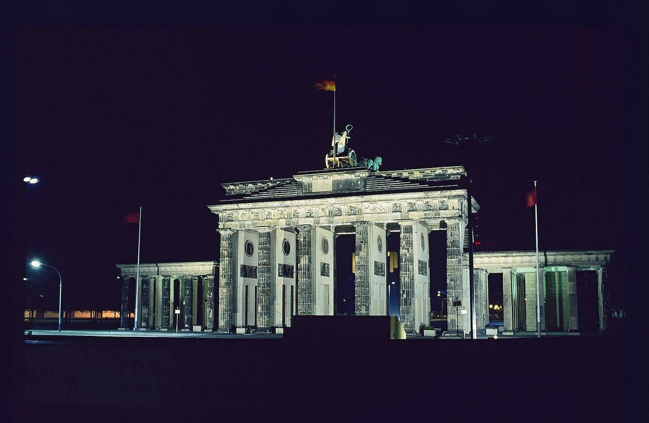 Бранденбургские ворота в ночное время