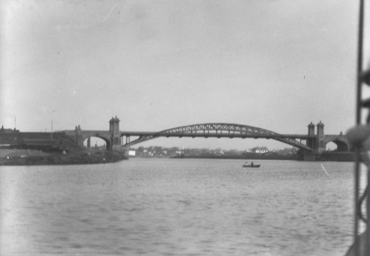 Москва. Старый Краснолужский мост через Москву-реку