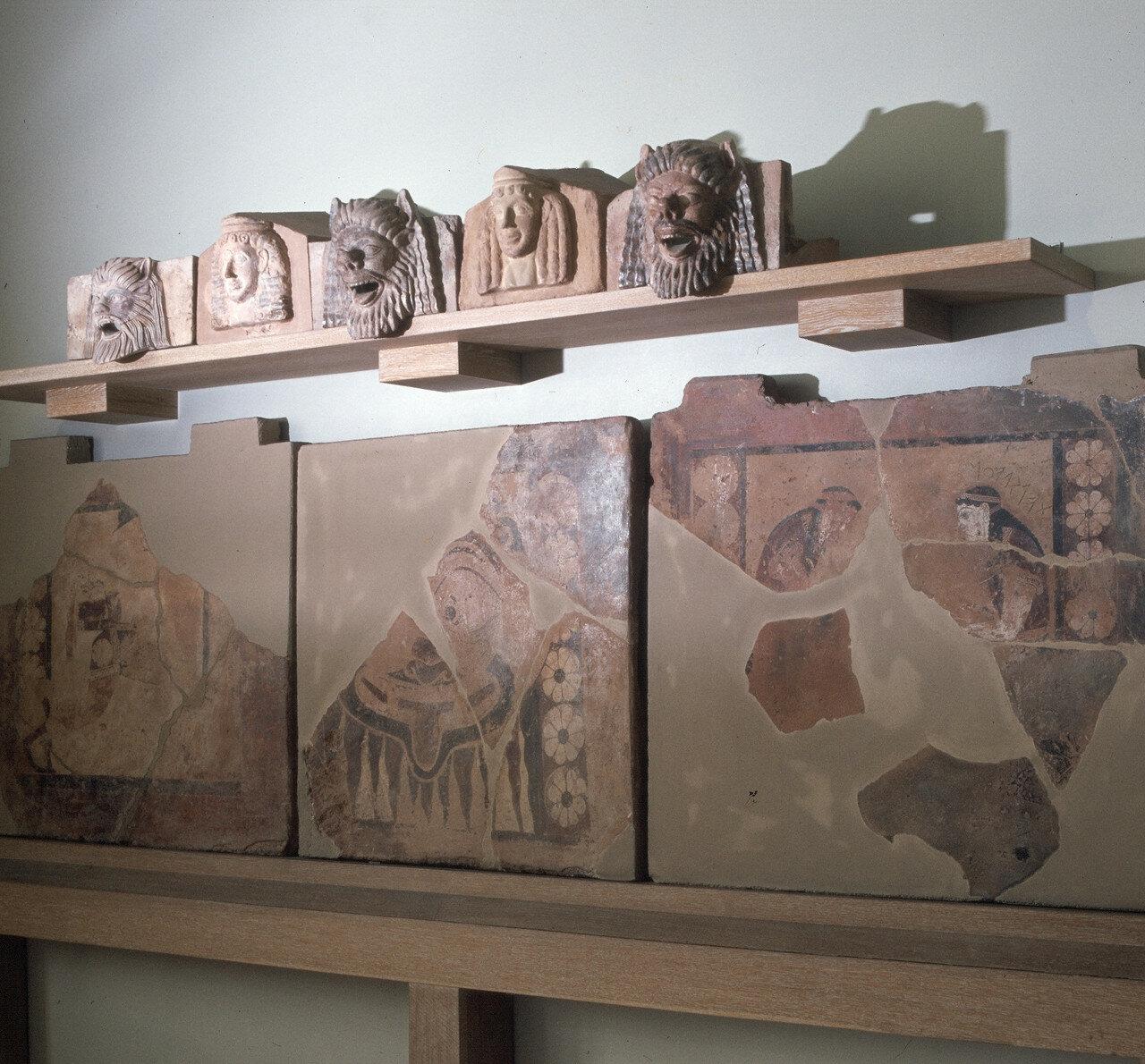 Акротерии и окрашенные метопы Храма C из Терма, конец VII в.