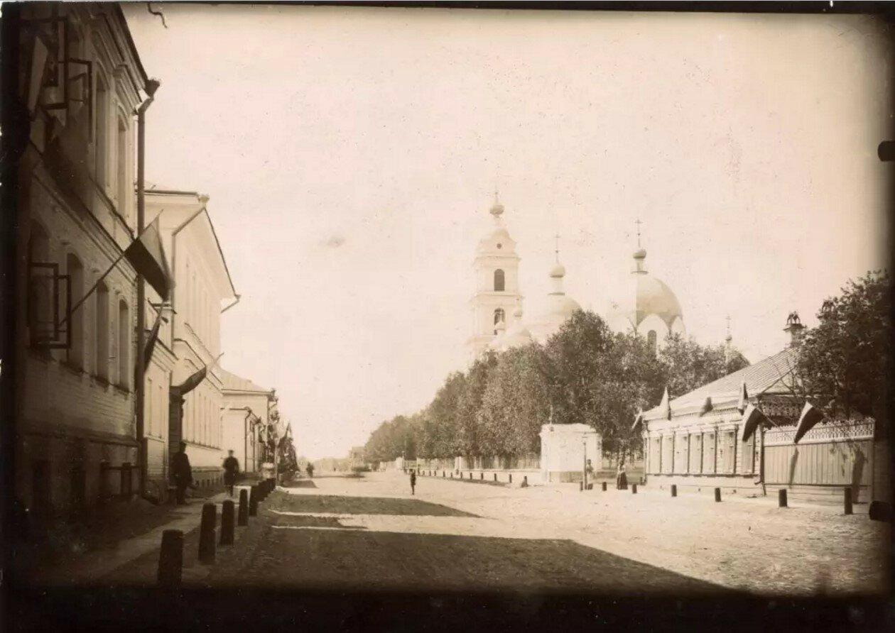 Крестовая улица возле Крестовоздвиженской церкви